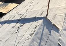 屋根葺き替え工事中